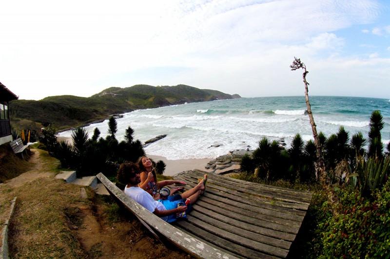 O que fazer em Búzios: contemplar a praia Brava!