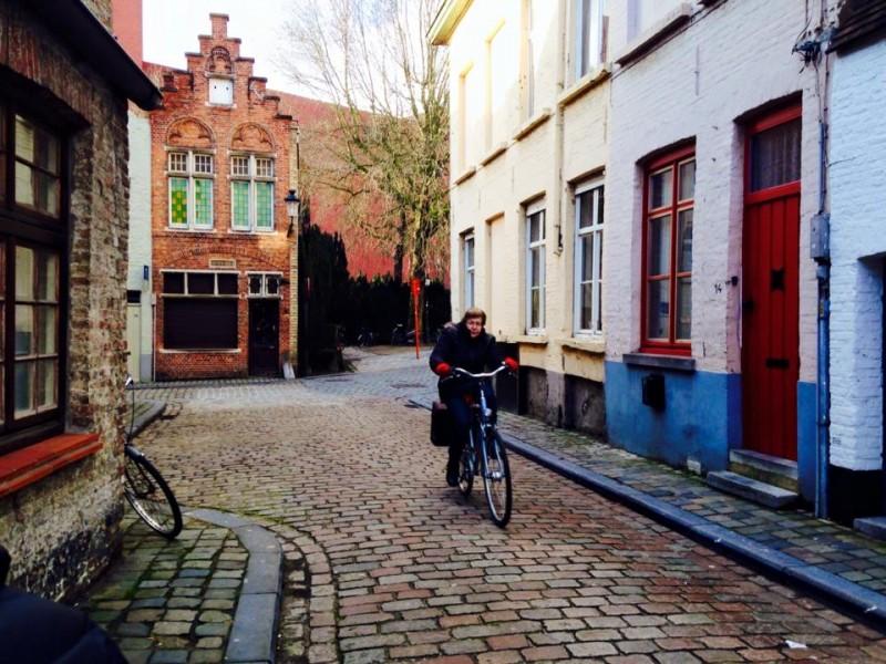 Rua lindas da cidade de Bruges