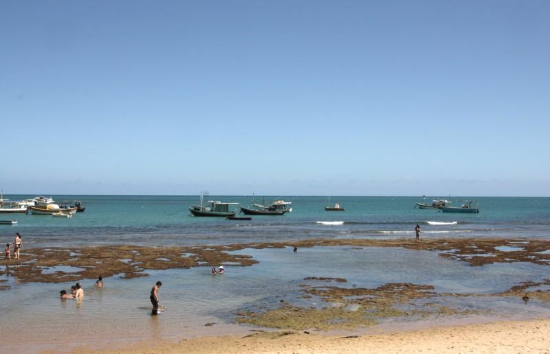 a praia em frente da vila na praia do Forte