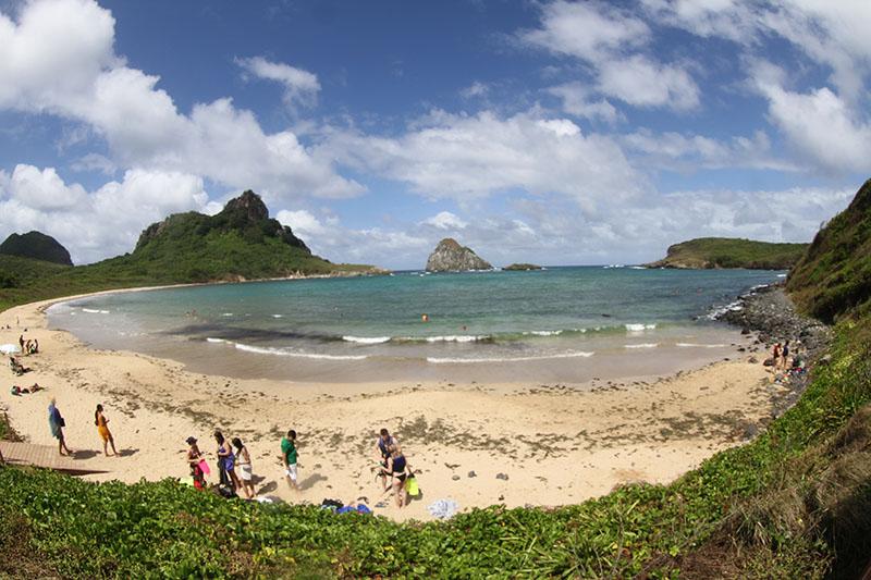 praia do sueste fernando de noronha