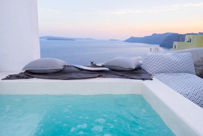 hoteis com piscina en santorini