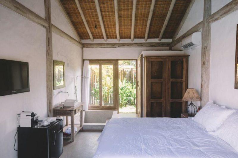 Onde se hospedar em Caraiva: Quarto rustico da pousada Villa Fulô