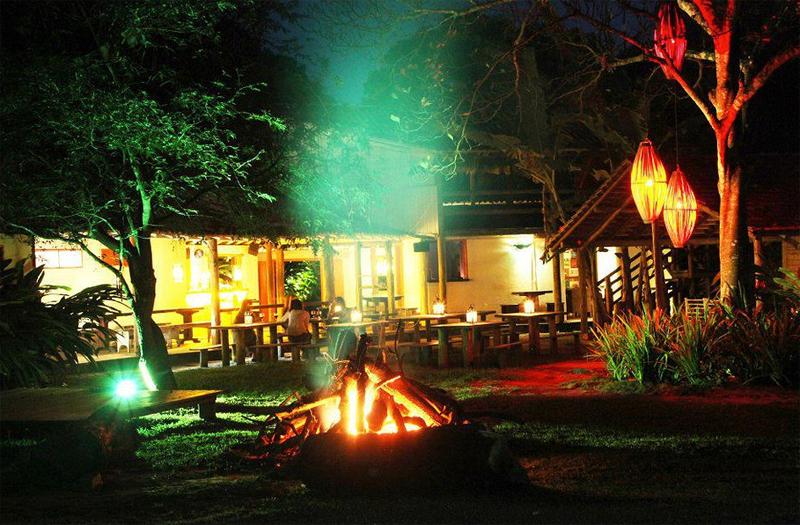Pousadas em Caraivas: A noite a Pousada Lagoa fica ainda mais bonita