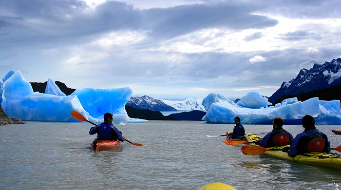 Kayak-en-Glaciar-Grey