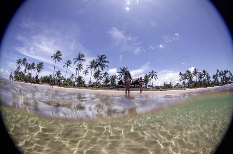 água transparente na maré baixa: piscinas naturais de taipus