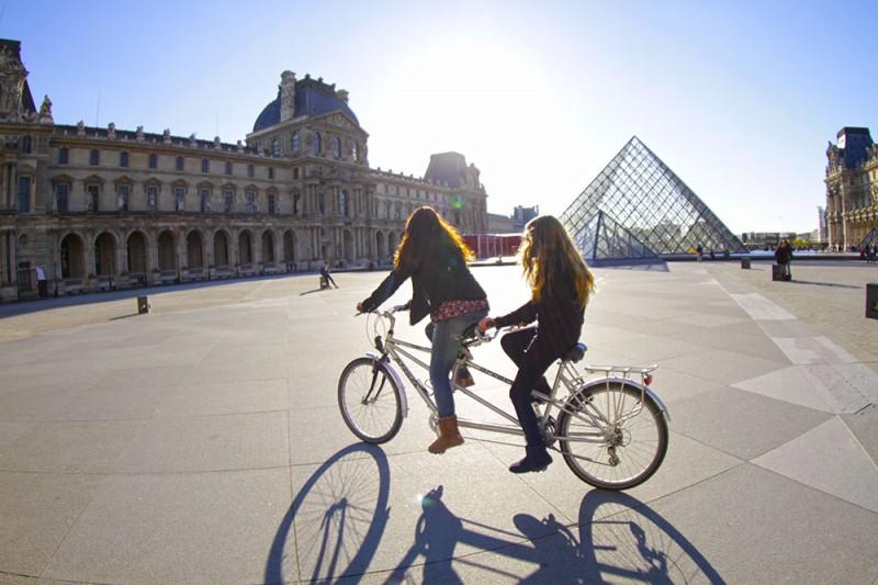 aluguel bike paris louvre piramides blog de viagem em familia juju na trip