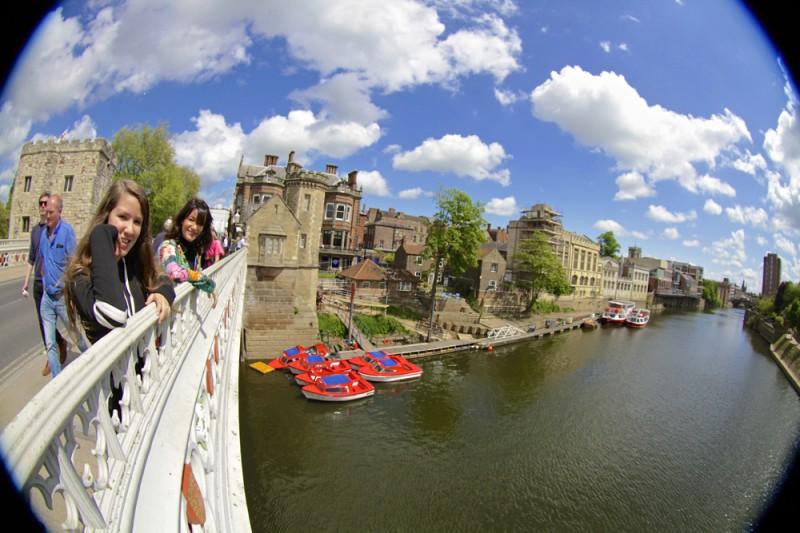 York Reino Unido, a vida vibrante da beira do canal