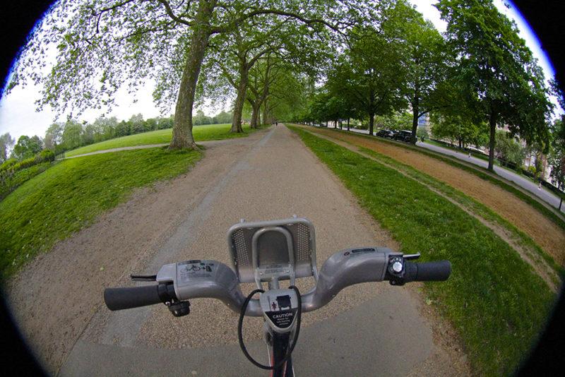 O que fazer em Londres: andar de bicicleta pelo Hyde Park.