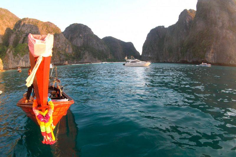 O que fazer em Ko Phi Phi: o passeio para Maya Bay, chegando bebem cedo, e com quase ninguem