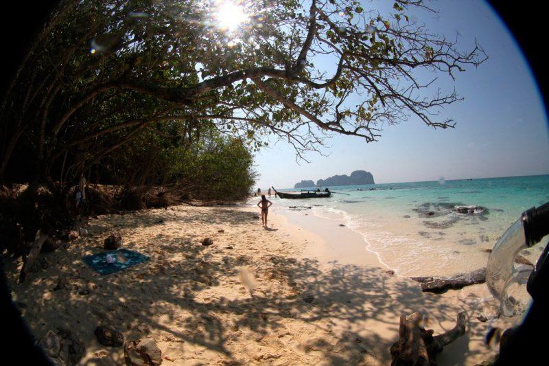 Bamboo Island é tão pequena que dá pra dar a volta à pé