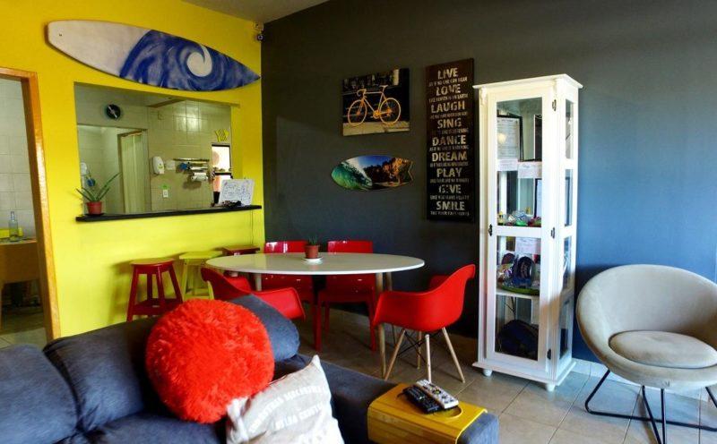 pousadas baratas em Noronha: a Casa Swell é um hostel super bonitinho