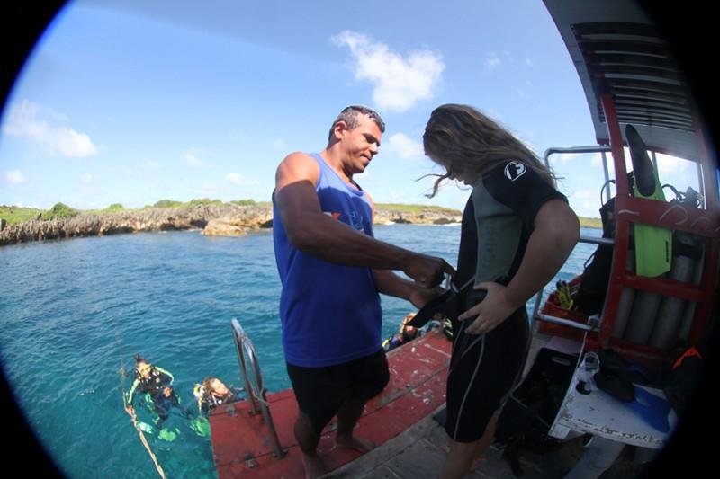 Mergulho em Noronha: há naufrágios para profissionais, e batismo para quem nunca mergulhou