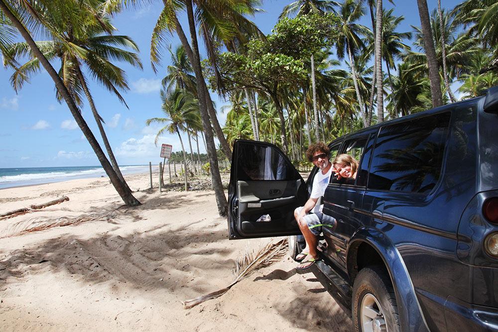 As belezas do litoral baiano são inconfundíveis. Praias paradisíacas com  mar esverdeado ea75cb511399c