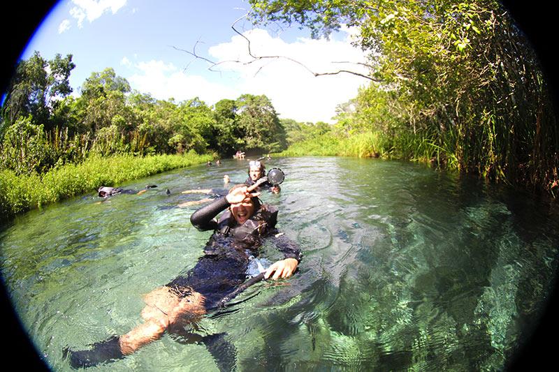 flutuacao-rio-sucuri