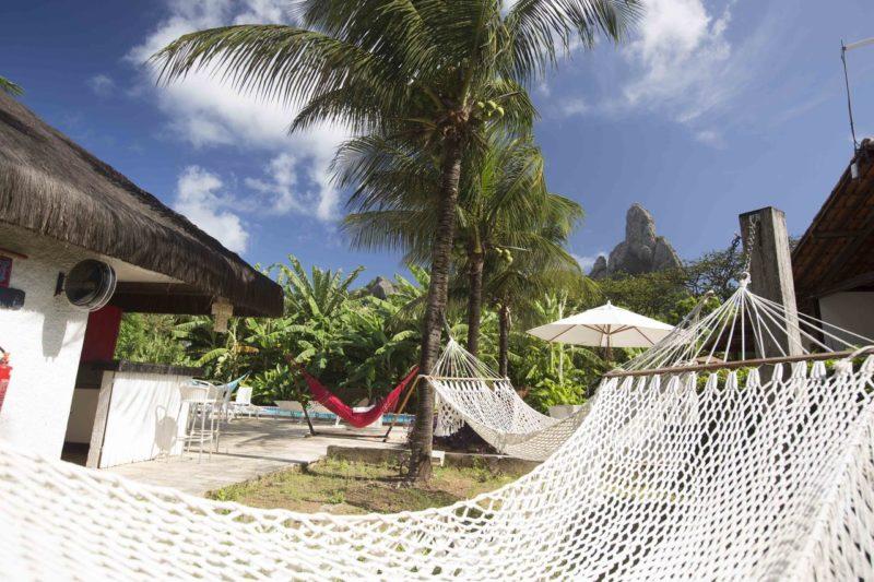 Onde ficar em Fernando de Noronha: redes para relaxar no Hotel Dolphin.