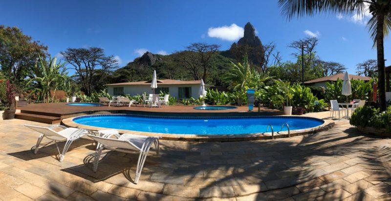 O Hotel Dolphin tem piscina com vista.