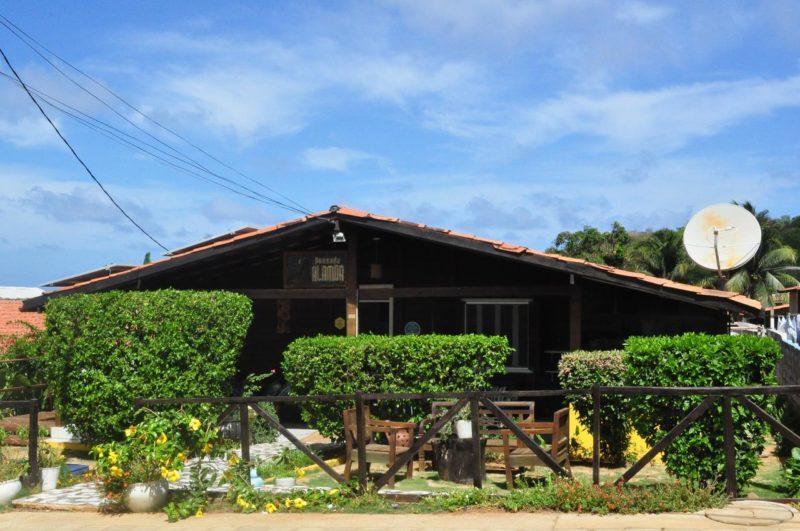 Lugares baratos para ficar em Noronha: Pousada Alamoa.