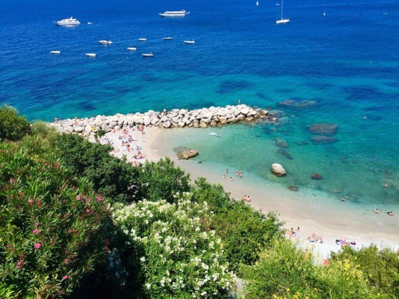 Praia Marina Grande, em Capri: entrada gratuita