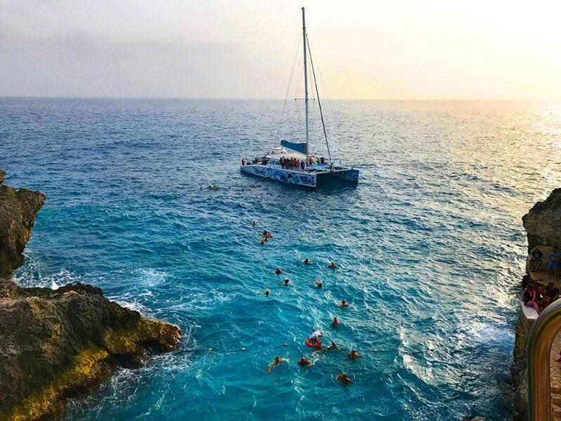 Sunset tour: passeio de barco ate o Rick's Cafe, em Negril, Jamaica
