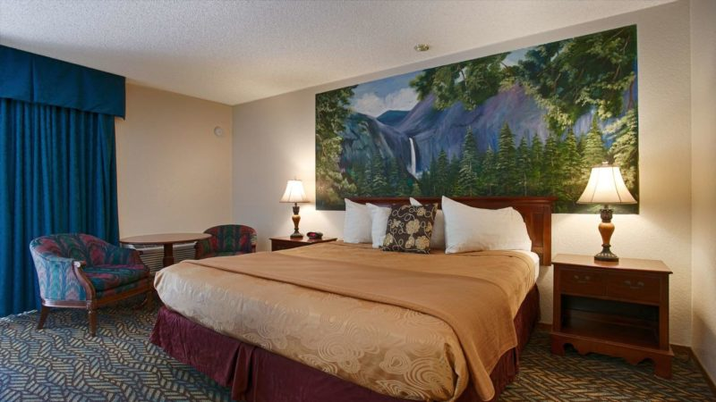Quarto do Western Plus Yosemite Gateway Inn.