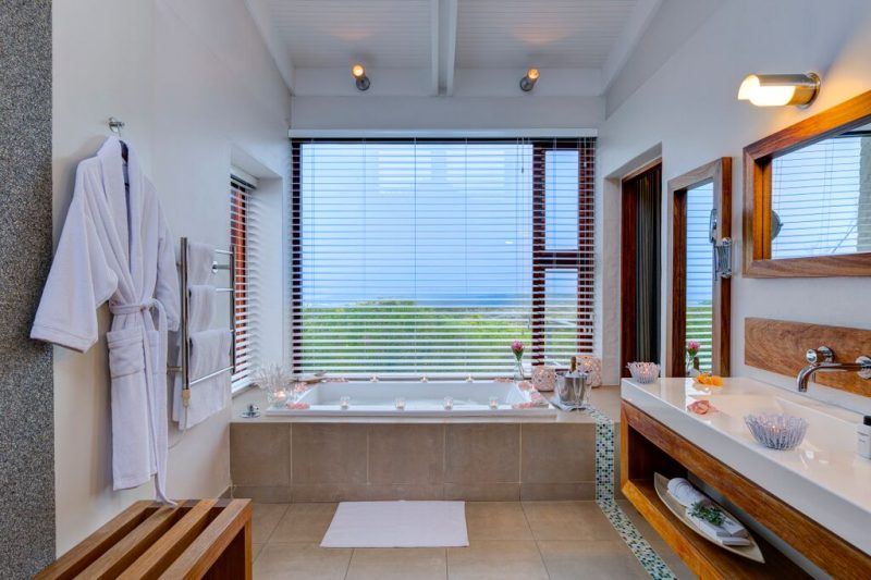 Grootbos-Forest-Lodge-en-suite-bathroom-in-the-self-catering-suite