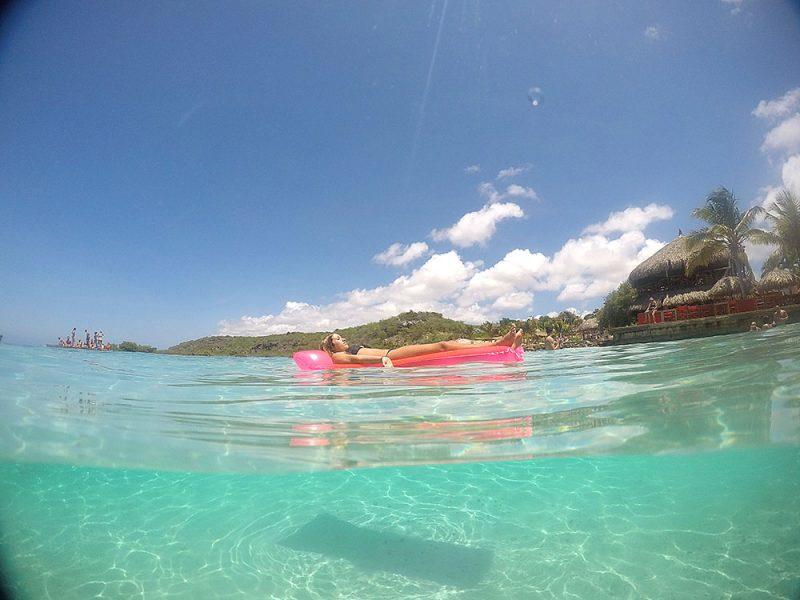 Mar muito azul e cristalino em Jan Thiel