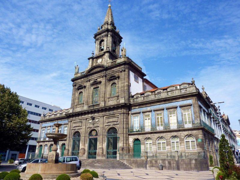 10 dias em Portugal: Igreja da Santíssima Trinidade no Porto