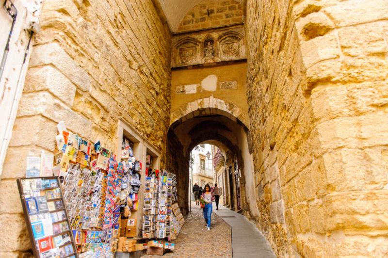 O que fazer em Coimbra: o Arco de Almedina