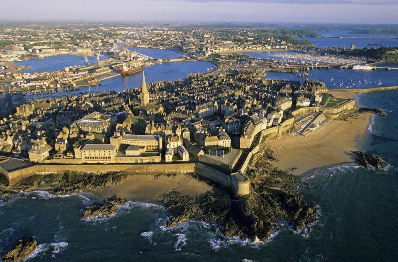 Saint-Malo vista do alto: a cidade medieval cercada por uma fortaleza