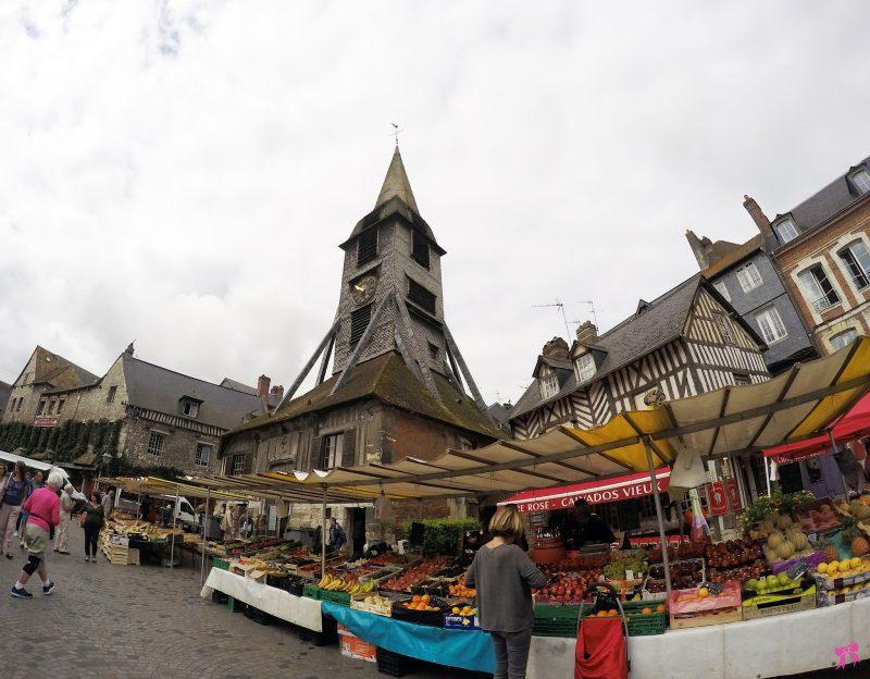 A feira bacana na Igreja Sainte-Catherine: achado no roteiro pelo interior da França