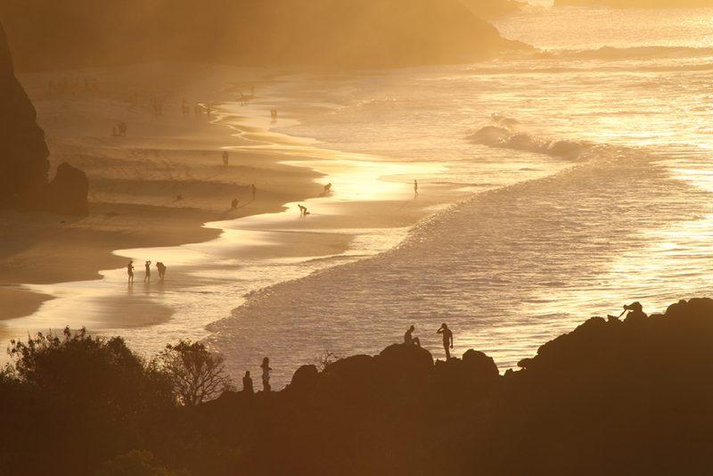 Quando o Swell entra, o mar de Noronha fica com ondas enormes
