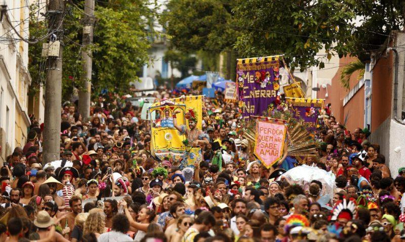 Onde passar o Carnaval no Brasil: Bloco Me enterra na quarta, no Rio de Janeiro