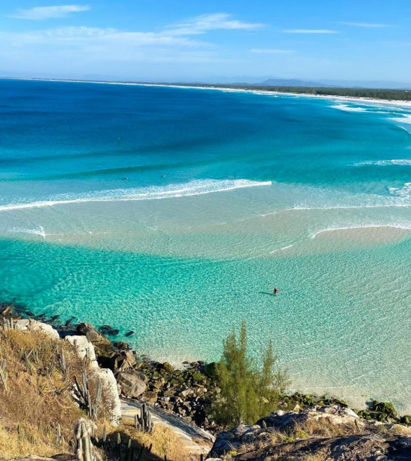 Praia Grande, em Arraial: a fazendo jus ao apelido de Caribe Brasileiro Crédito: Saveiro do Juan