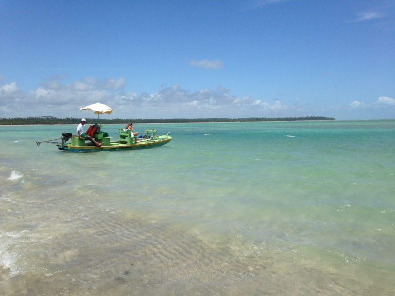 Praias lindas no Brasil: Mar de Tatuamunha é ideal para famílias com crianças.