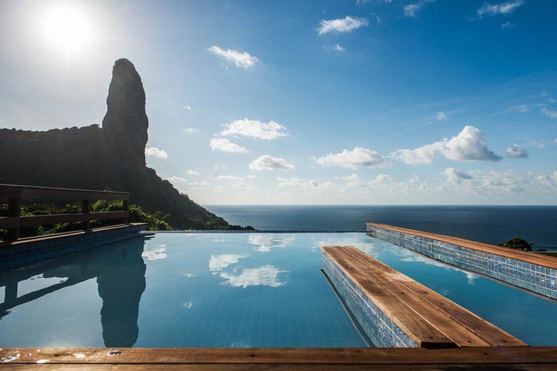 A piscina da pousada da Filó, de frente pro Morro do Pico.