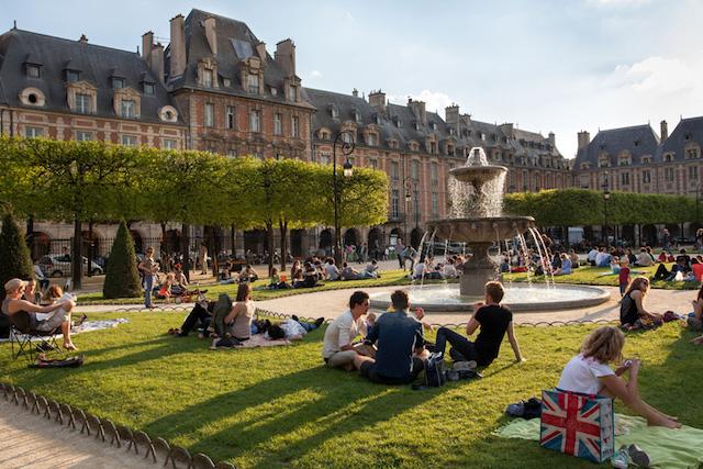 Le Marais fica entre o 3 e 4 arrondissement de Paris.