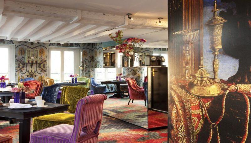 Toda a decoração do Hotel Le Notre Dame Saint Michel é inspirada no estilo clássico francês.
