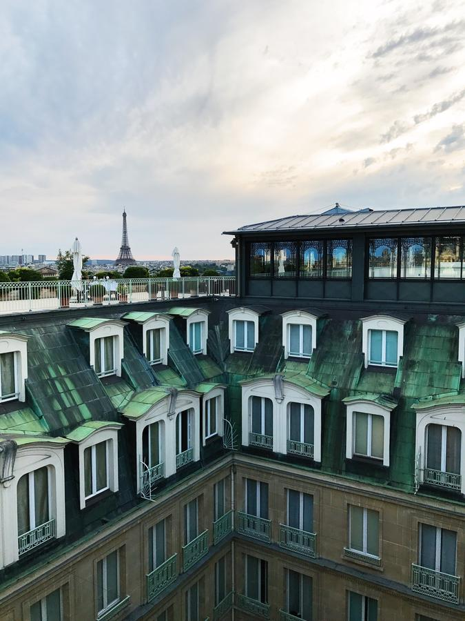 Onde se hospedar em Paris: Terraço do Le Meurice com vista para a Torre Eiffel.