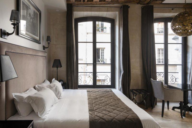 Melhores bairros de Paris para se hospedar: quarto do Hôtel Le Presbytère.