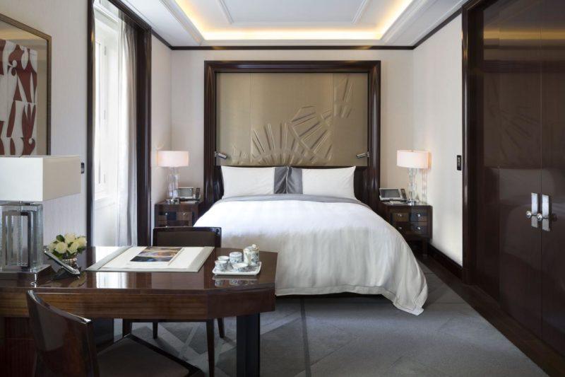 Onde ficar em Paris: O quarto minimalista do The Peninsula hotel.