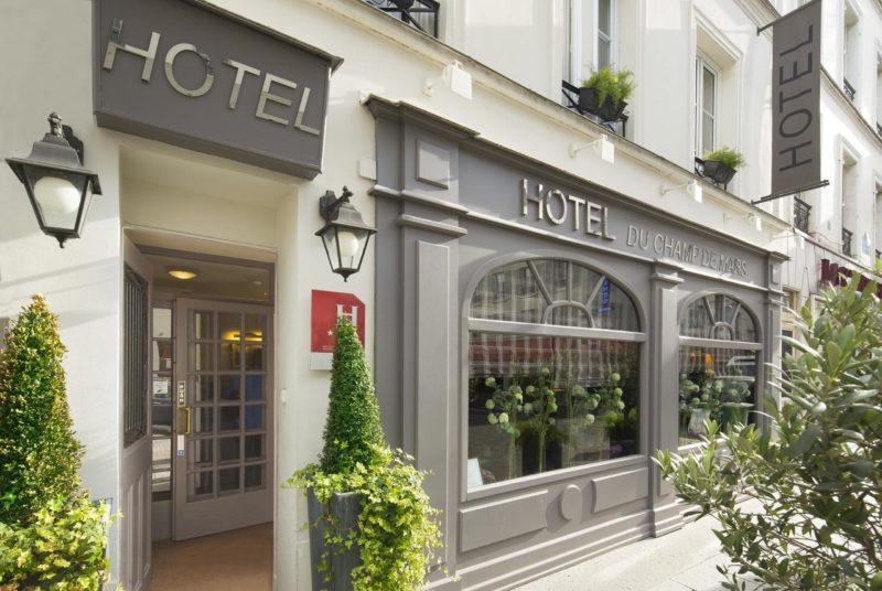 Onde se hospedar em Paris: Faixada do Hotel du Champ de Mars.