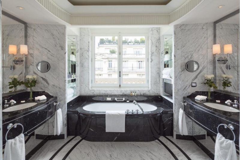 Paris hotéis: Luxo até no banheiro do The Peninsula Paris.
