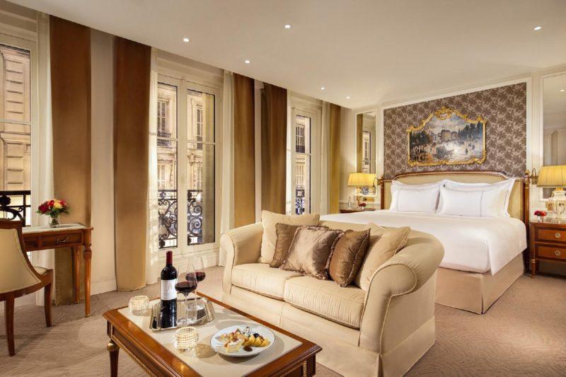 Onde ficar em Paris: O luxuoso e espaçosos quarto do Splendide Royal Paris.