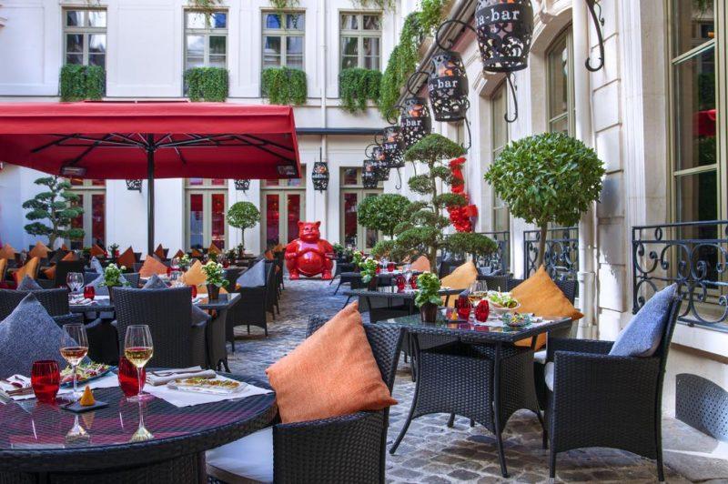 Dicas de hotéis em Paris: a decoração Buddha-Bar Hotel Paris é clássica e mistura elementos asiáticos.