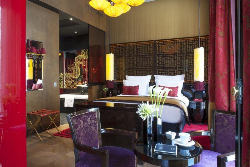 Hotéis de luxo em Paris: quarto do Buddha-Bar Hotel Paris.