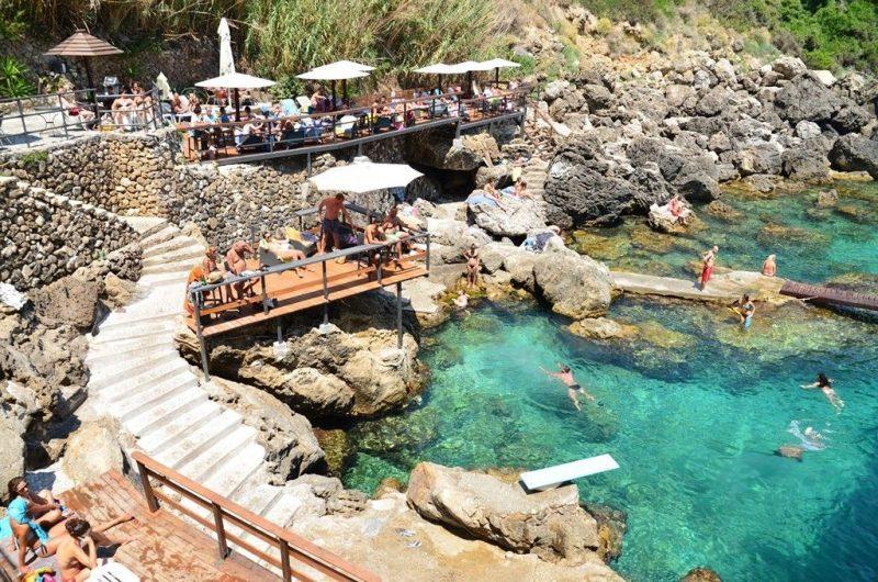 Praias Corfu La Grotta