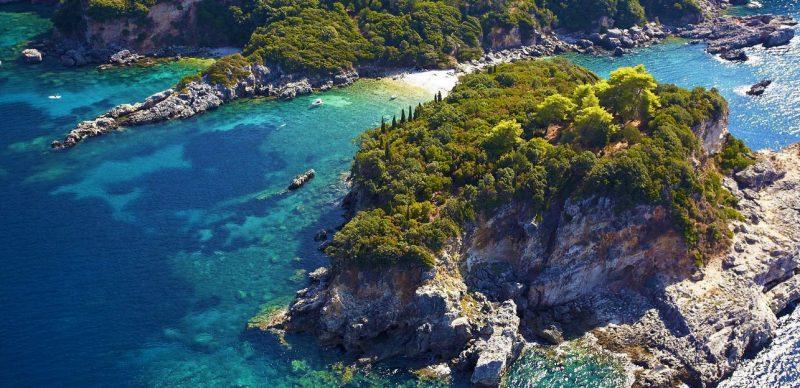 Roteiro ilhas jônicas: Corfu reserva praias intocadas ainda, como Limmi