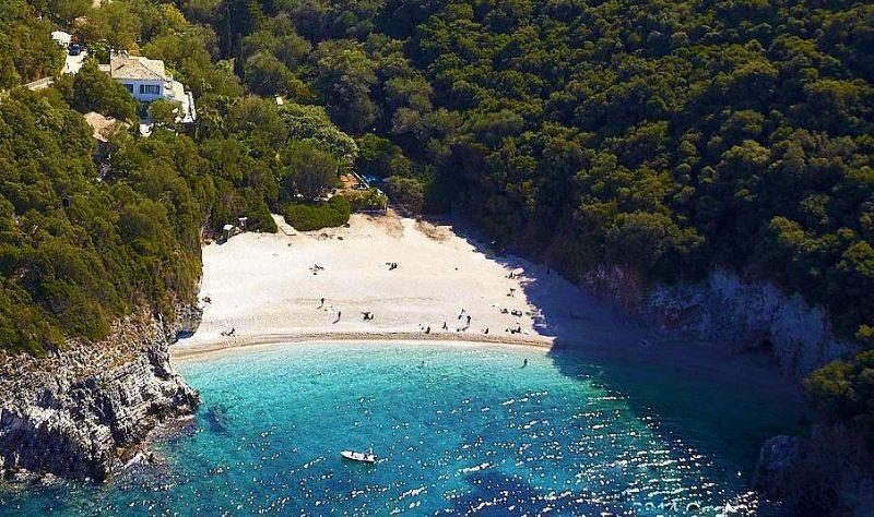 Praias mais lindas de Corfu: Limmi