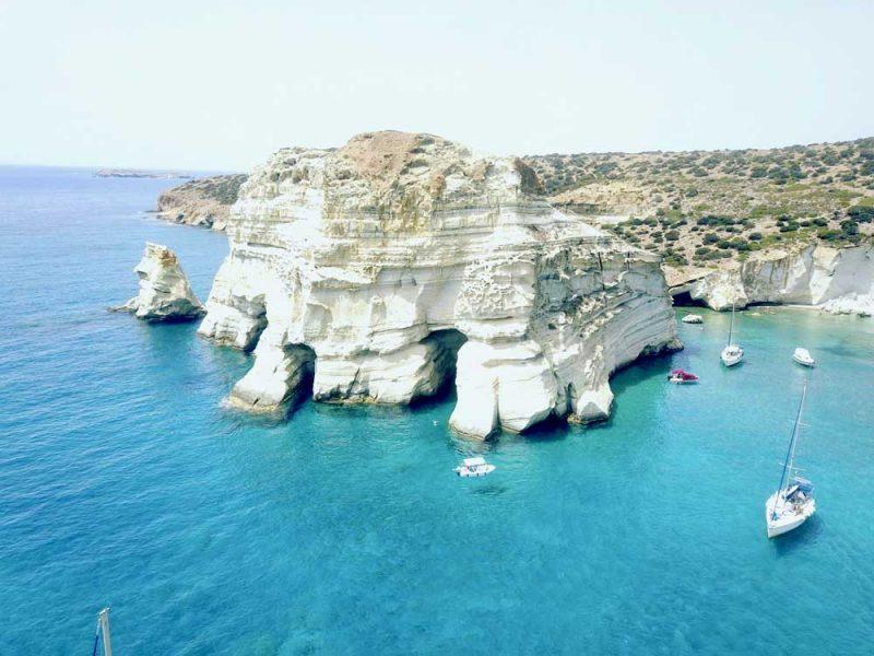 Roteiro Ilhas Gregas: passeio de barco pelo Kleftiko, em Milos