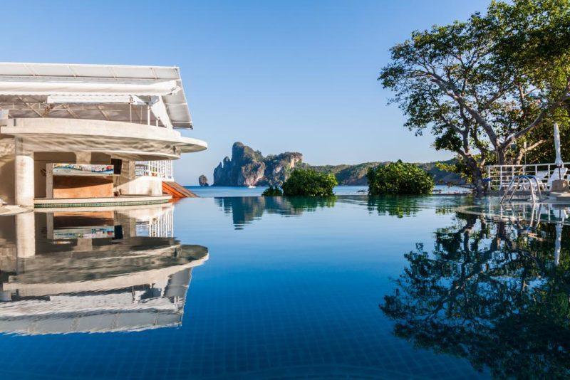 hoteis baratos em Ko Phi Phi: a vista da piscina do PP Charlie
